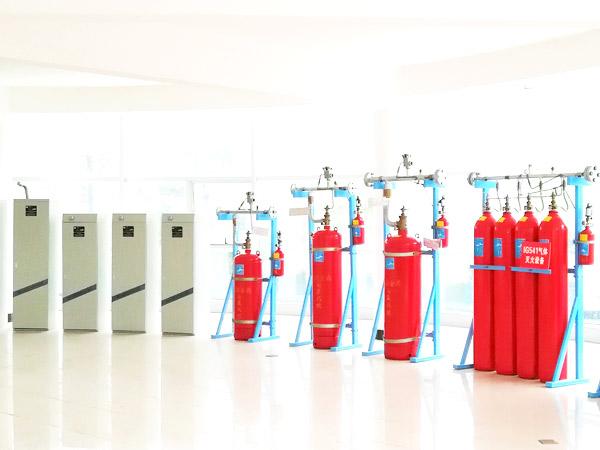气体灭火系统主要由哪些组件构成?